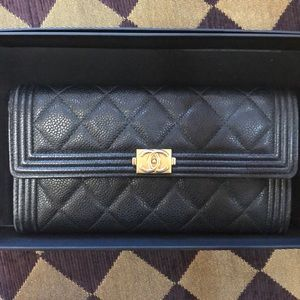CHANEL Bags - INCREDIBLE CHANEL wallet 💜
